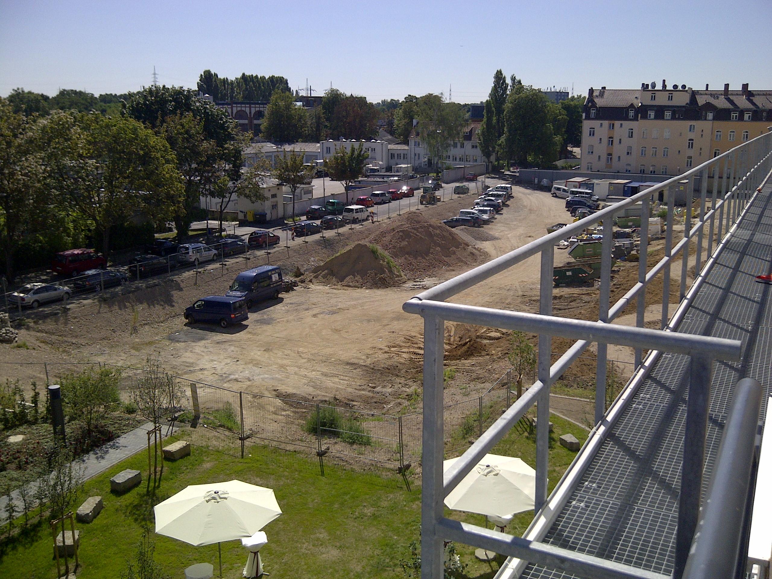 Die Baufläche für 60 neue Sozialwohnungen in Höchst